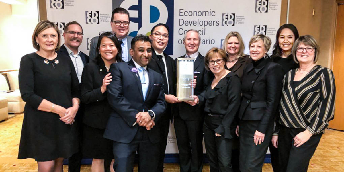 Ajax Mayor & Council receiving 2019 Community Influencer of the Year award